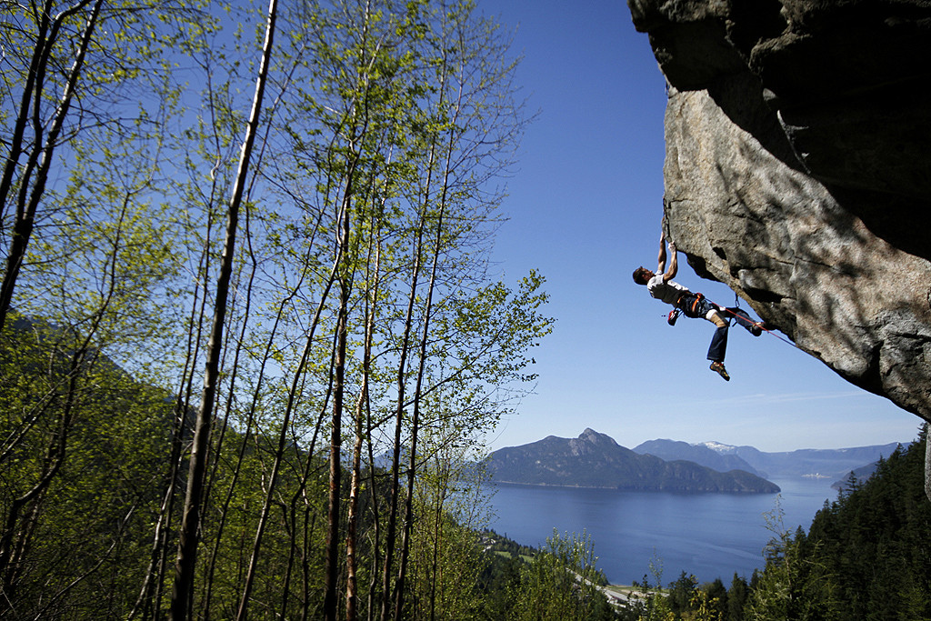 Martinello-ID-B-Climbing-near-Furry-Creek-Squamish-May-1024x683