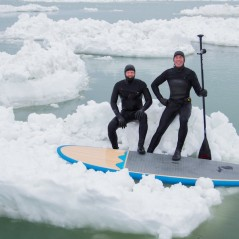 paddle-boarding-among-icebergs-lake-michigan-14
