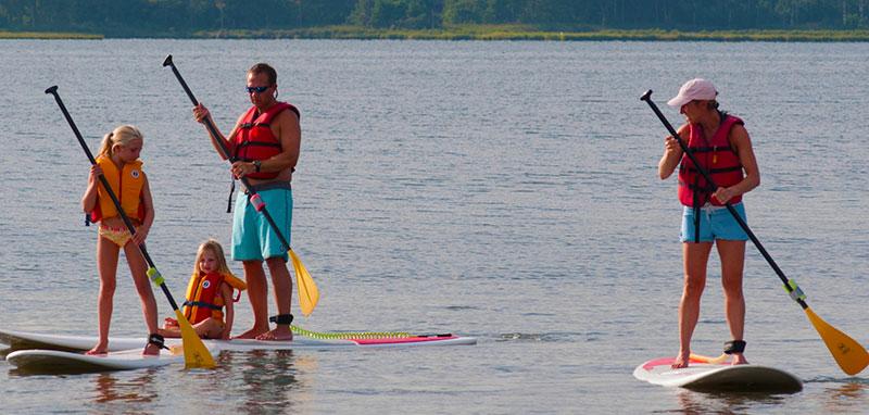 Family-standup-paddling